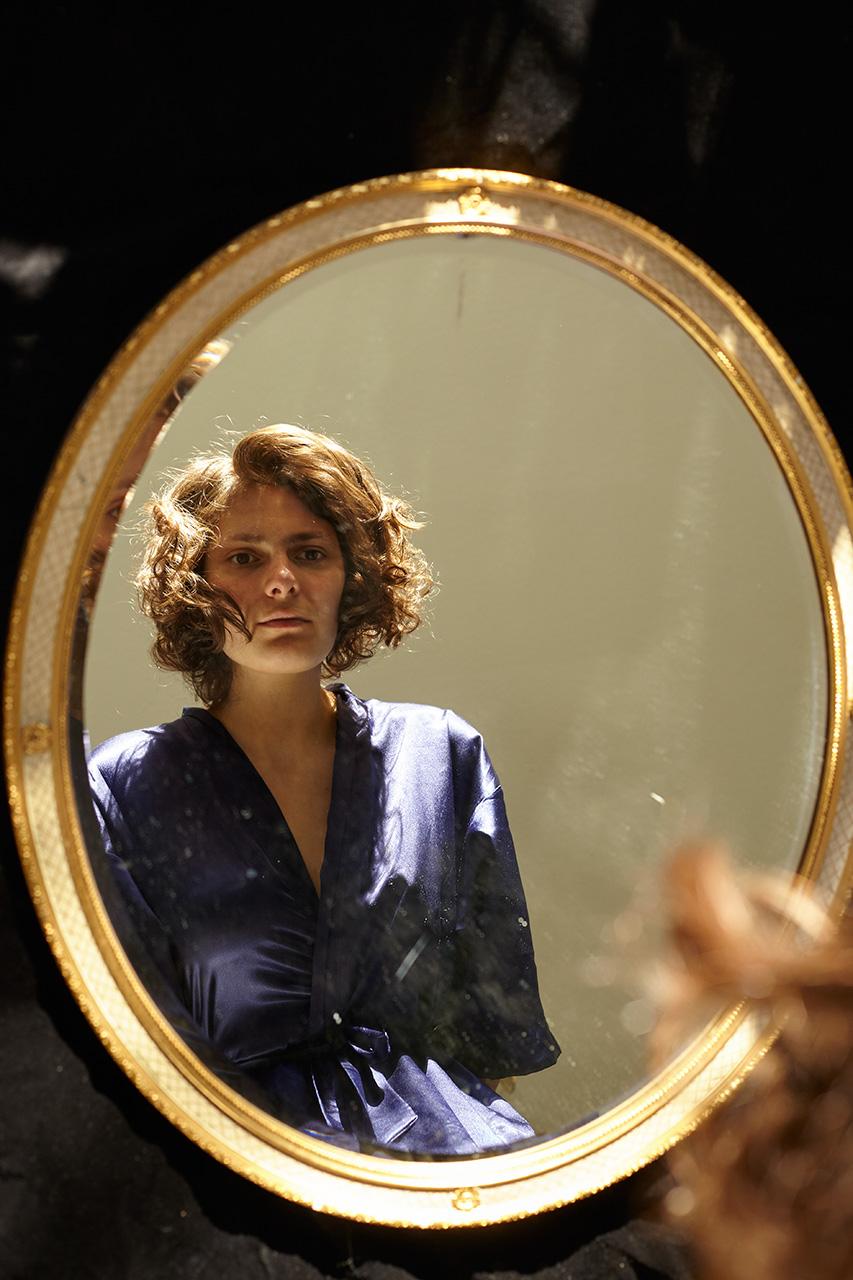 05_Rosie_mirror